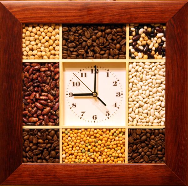 Настенные часы тройка придать кухне или столовой неповторимый вид помогут насыпные часы тройка.